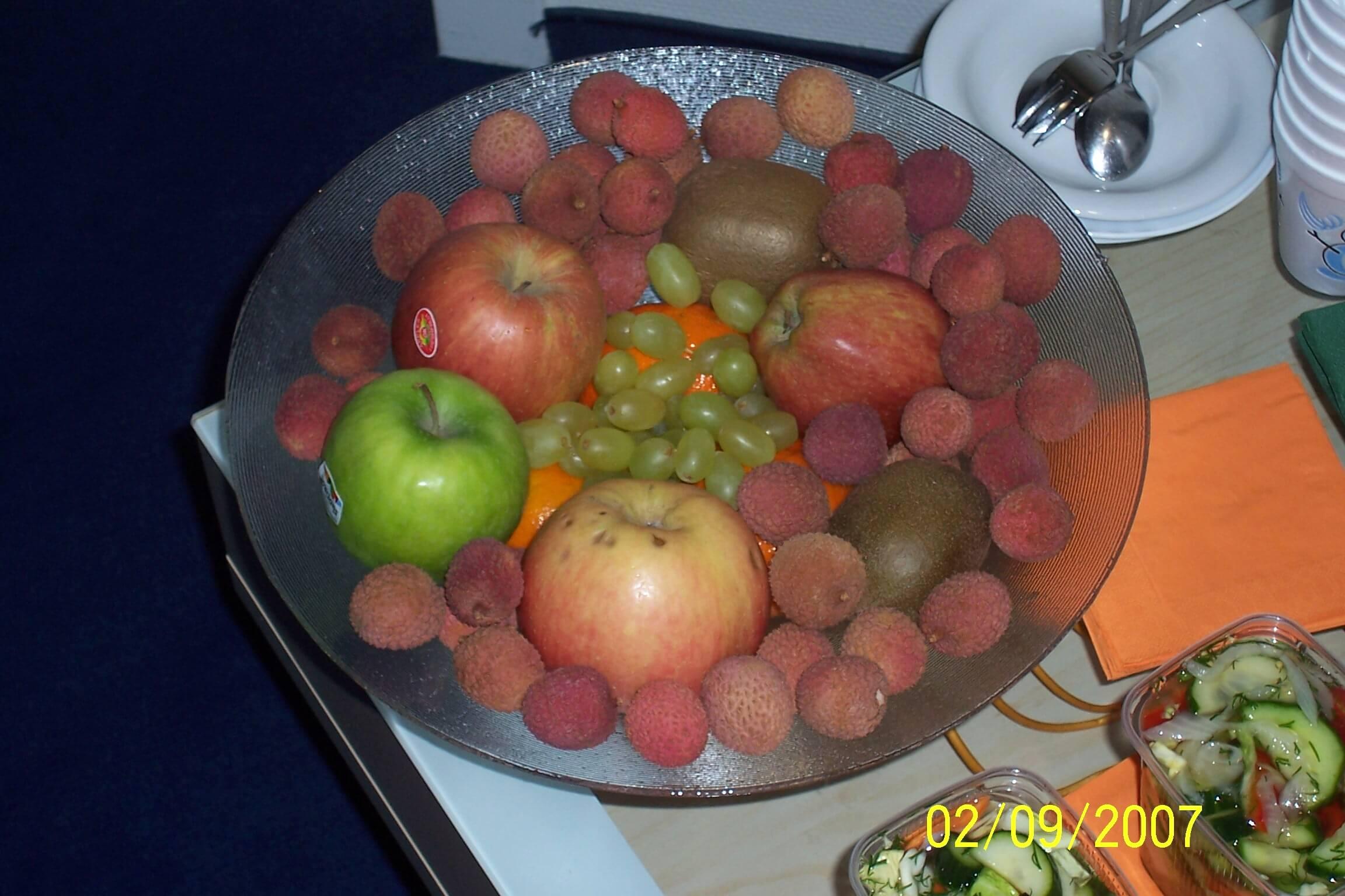 gesundes Obst gehört an jeden Arbeitsplatz (c) familienfreund.de