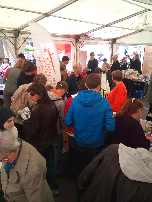 Mobiles Familienbüro beim ConnewitzerStraßenfest Mai 2010 (c) familienbuero-leipzig.de