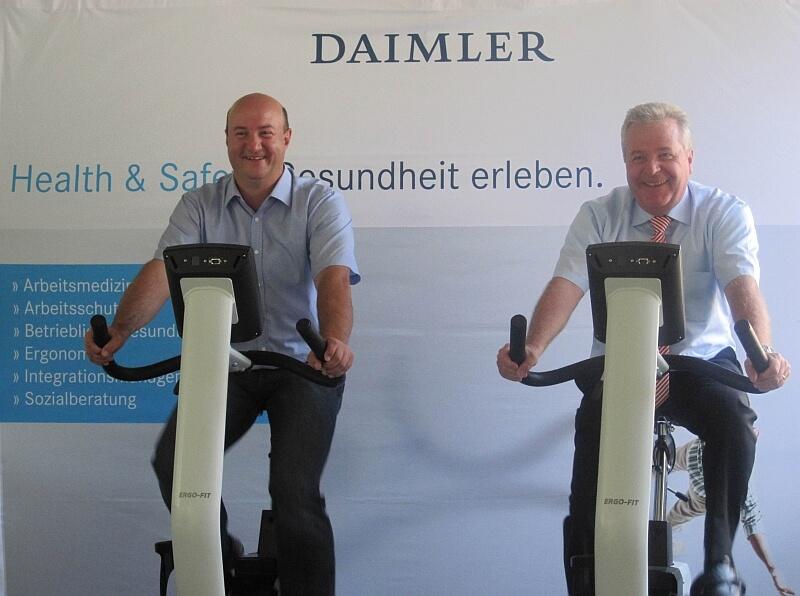 Strampeln bei der Eröffnung des Gesundheitszentrums im Mercedes-Benz Werk Gaggenau (c) daimler.com