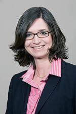 RA Birgit Raithel (c) dr-fingerle.de