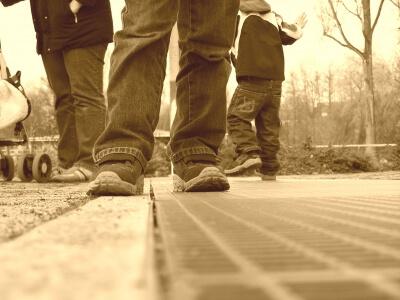 Kinder | Beine von Kindern (c) 110stefan / pixelio.de