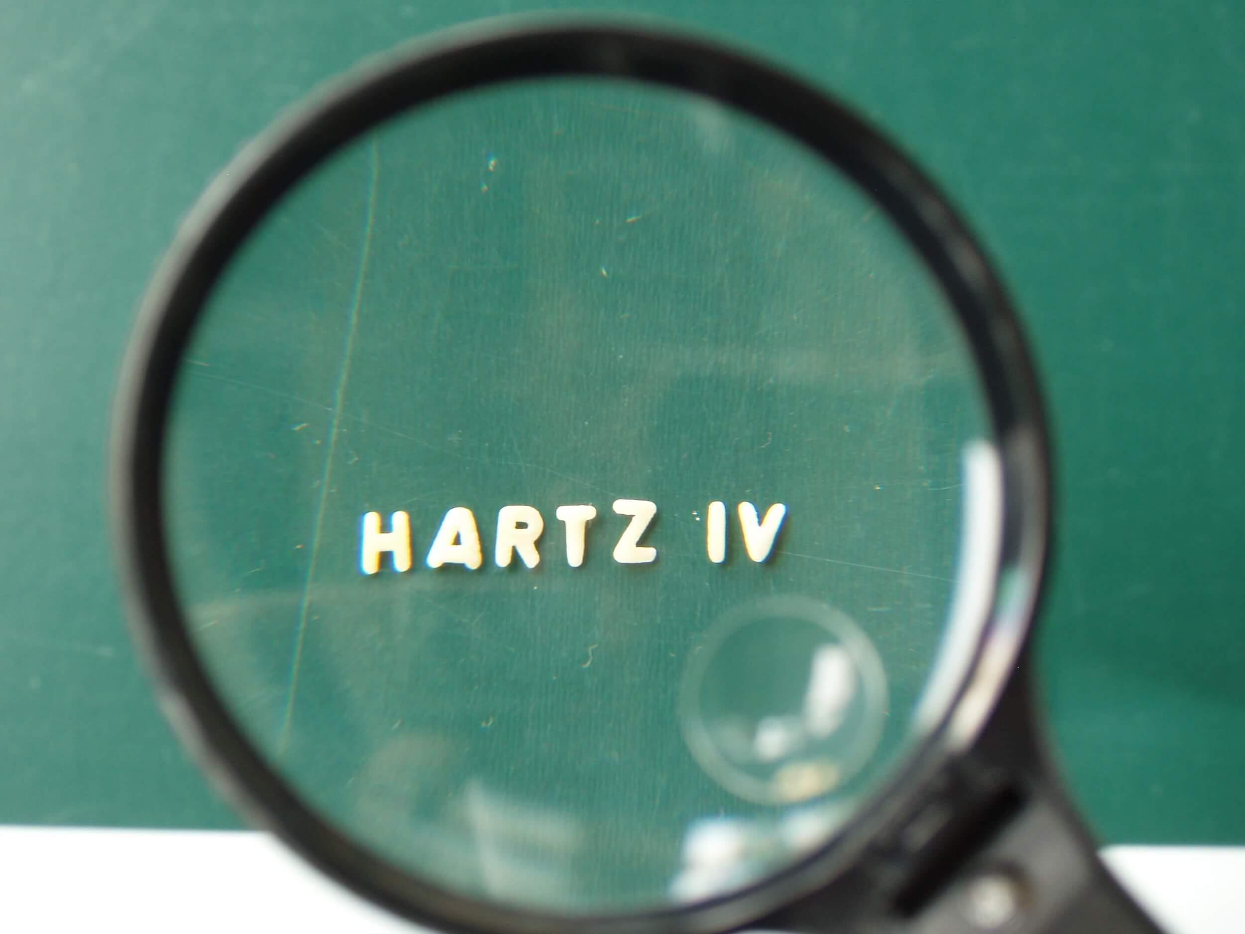 Arbeit | Hartz4 Lupe (c) Klaus-Uwe Gerhardt / pixelio.de