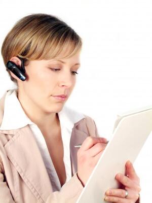 Arbeit | Mitarbeiter im Callcenter befragt (c) konstantin gastmann / pixelio.de