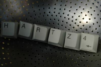 Arbeit | Hartz4 Schriftzug (c) Klaus-Uwe Gerhardt  / pixelio.de