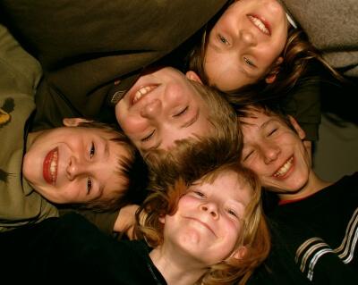 Kinder | 5 in der Gruppe (c) S.Hofschlaeger / pixelio.de