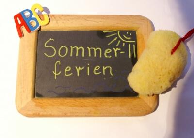 Schule | Tafel mit Sommerferien (c) Stephanie Hofschlaeger / pixelio.de