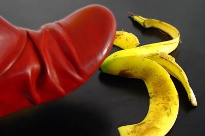 Fuss auf Bananenschale (c) Kurt Michel / pixelio.de
