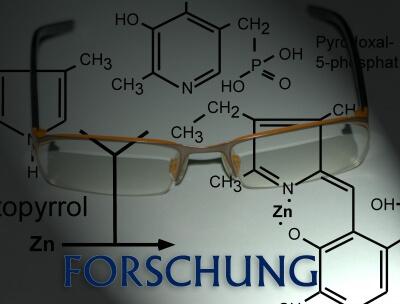 Forschung | chemische Formeln und Schriftzug (c) thomas kölsch / pixelio.de