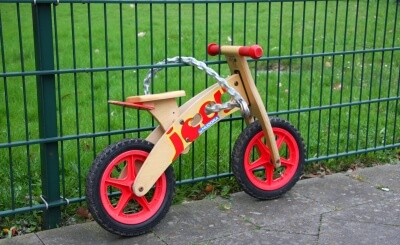 Kind | Laufrad ohne Kind (c) Andreas Müller / pixelio.de