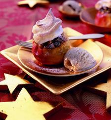 Bratapfel mit Schneehaube und Honigeis (c) welt-der-rezepte.de