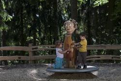 Wally auf dem Waldspielplatz auf dem Rochlitzer Berg (c) Bianka Behrami / grafik-und-art.de