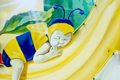 Baby als Hummel (c) Robert Blanken / pixelio.de