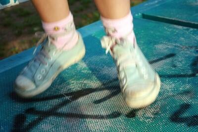 Kind auf Trampolin (c) Jasminka Becker / pixelio.de
