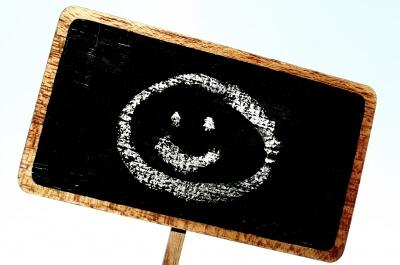 Smiley auf Tafel (c) Stephanie Hofschlaeger  / pixelio.de