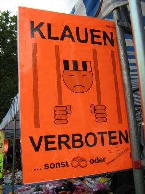 Schild : Klauen verboten, sonst (c) Egon Haebich / pixelio.de