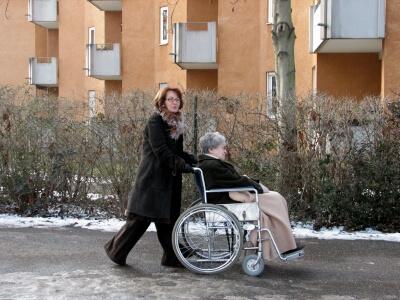 Mutter (Oma) und Tochter (c) Rainer Sturm / pixelio.de