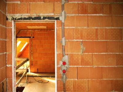 Arbeit | gemauerte Wand (c) rainer sturm / pixelio.de