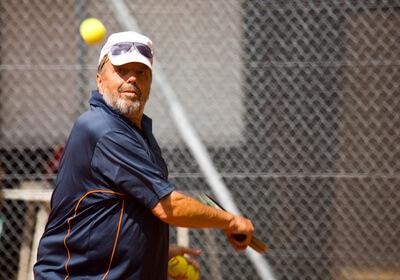 Sport | Tennis Herrenabschlag (c) Rainer Sturm / pixelio.de