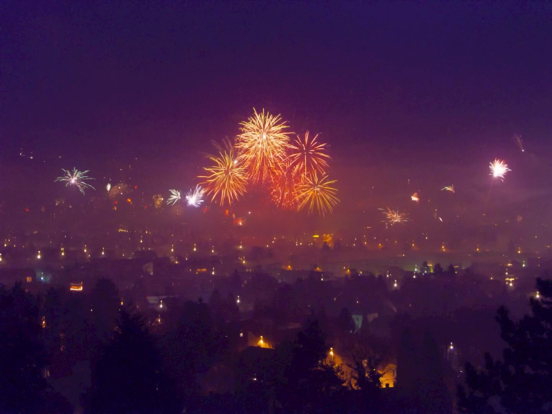 Mit dem Feuerwerk kommen auch die Neujahrsvorsätze (c) Jakob Ehrhardt / pixelio.de