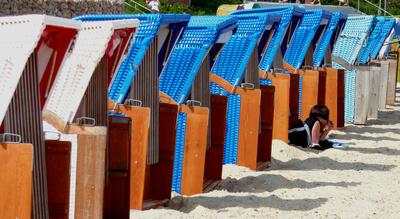 Urlaub | Sandstrand und Strandkörbe (c) Lupo  / pixelio.de