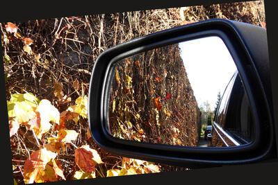 Der Herbst kommt und das Auto muss in die Werkstatt (c) Aka / pixelio.de