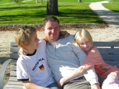 Familie | Vater mit 2 Kindern (c) S. Hofschlaeger / pixelio.de