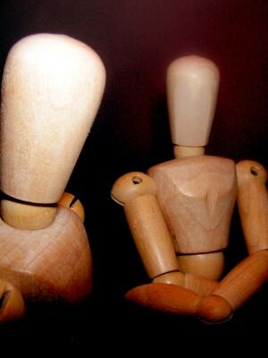 Holzfiguren | Debatte (c) S. Hofschlaeger / pixelio.de