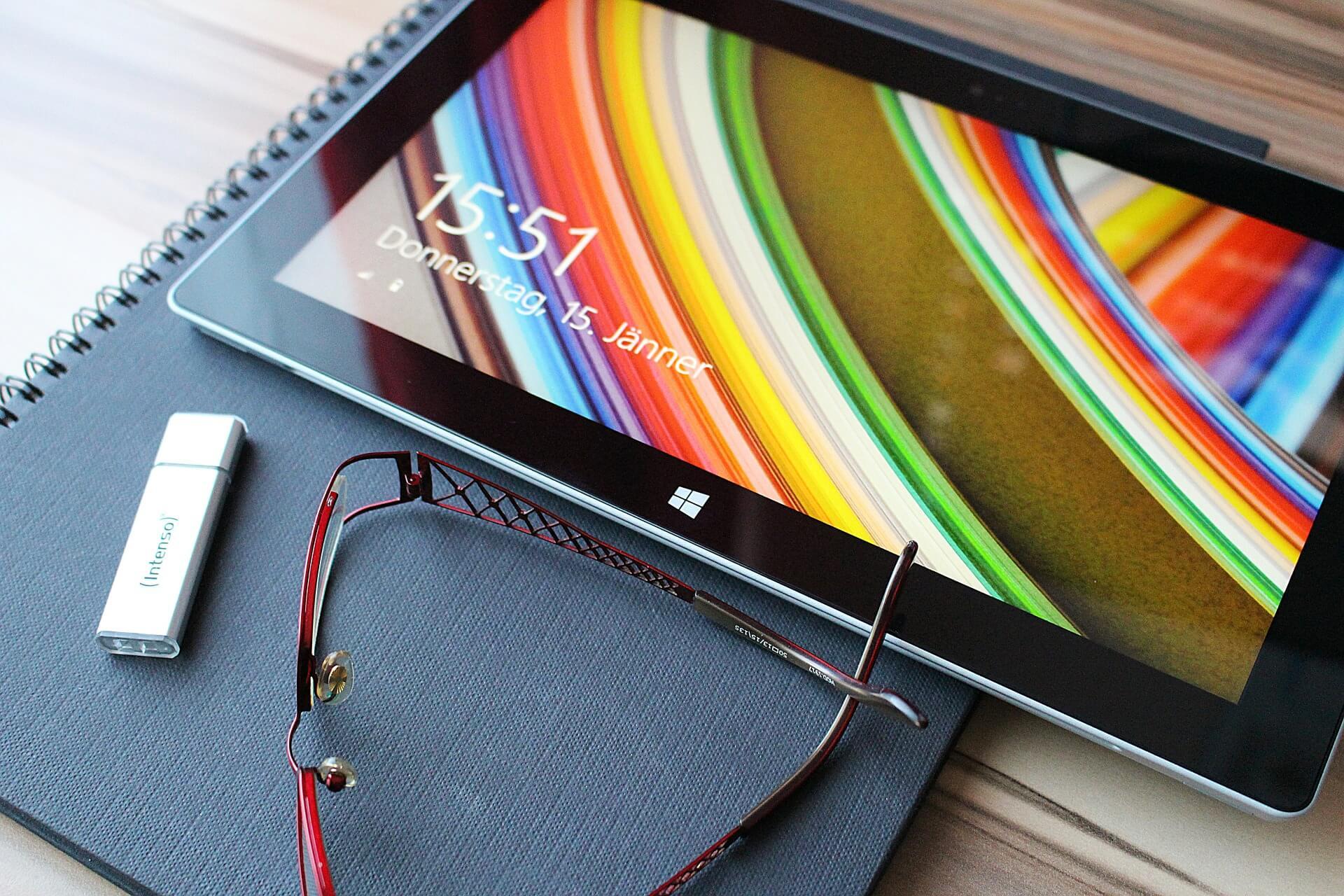 Bildschirmarbeit und Brille (c) pix1861 / pixabay.de
