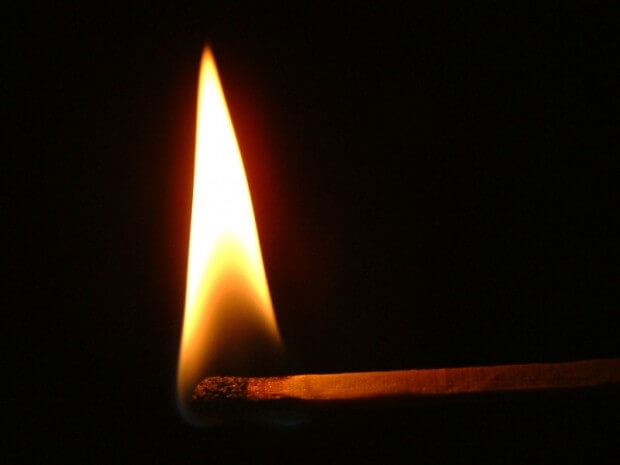 Flamme (c) Claudia Hautumm / pixelio.de