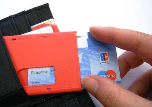 Geld | Scheckkarte (c) Claudia Hautumm / pixelio.de