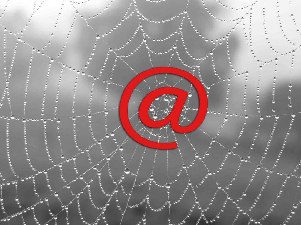 Internet | Spinnennetz mit @ (c) Angelika Lutz / pixelio.de