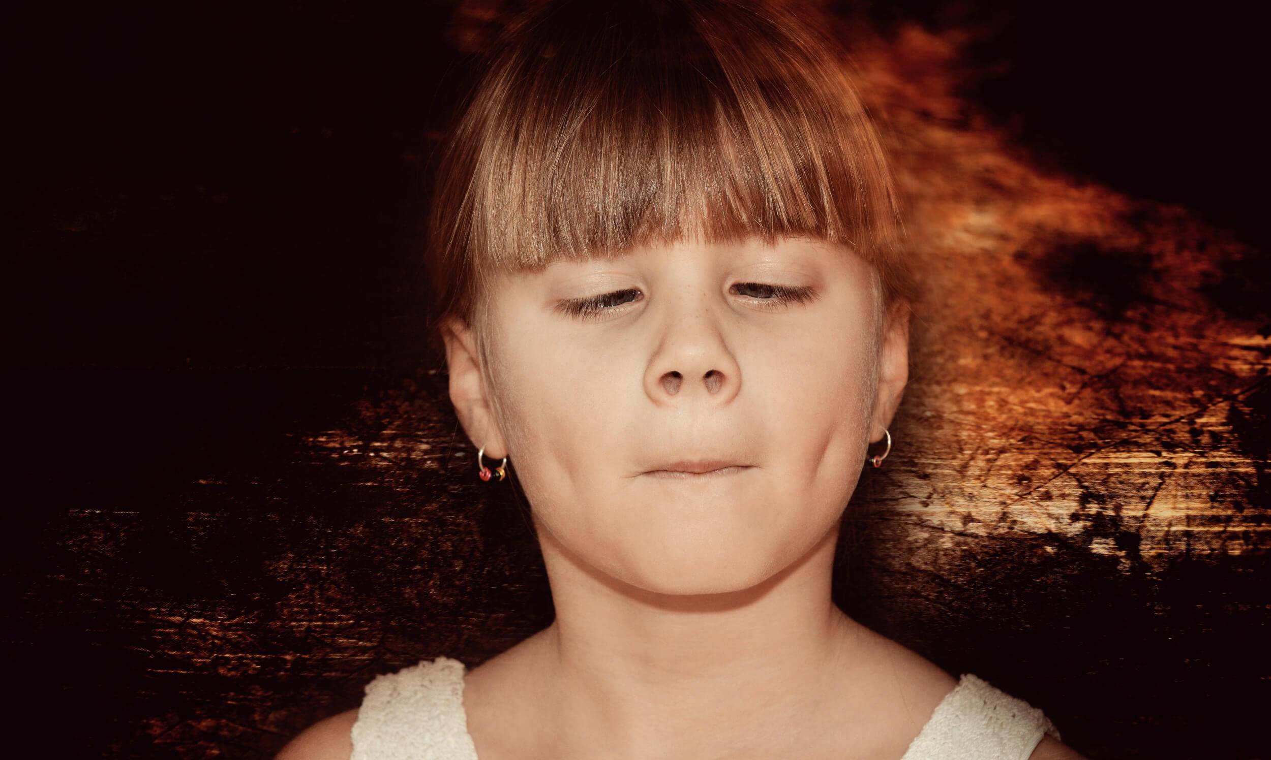 Mädchen schielt (c) pezibaer / pixabay.de