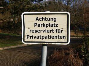 Arzt | Privatpatient Parkplatzschuld (c) Gerd Altmann / pixelio.de