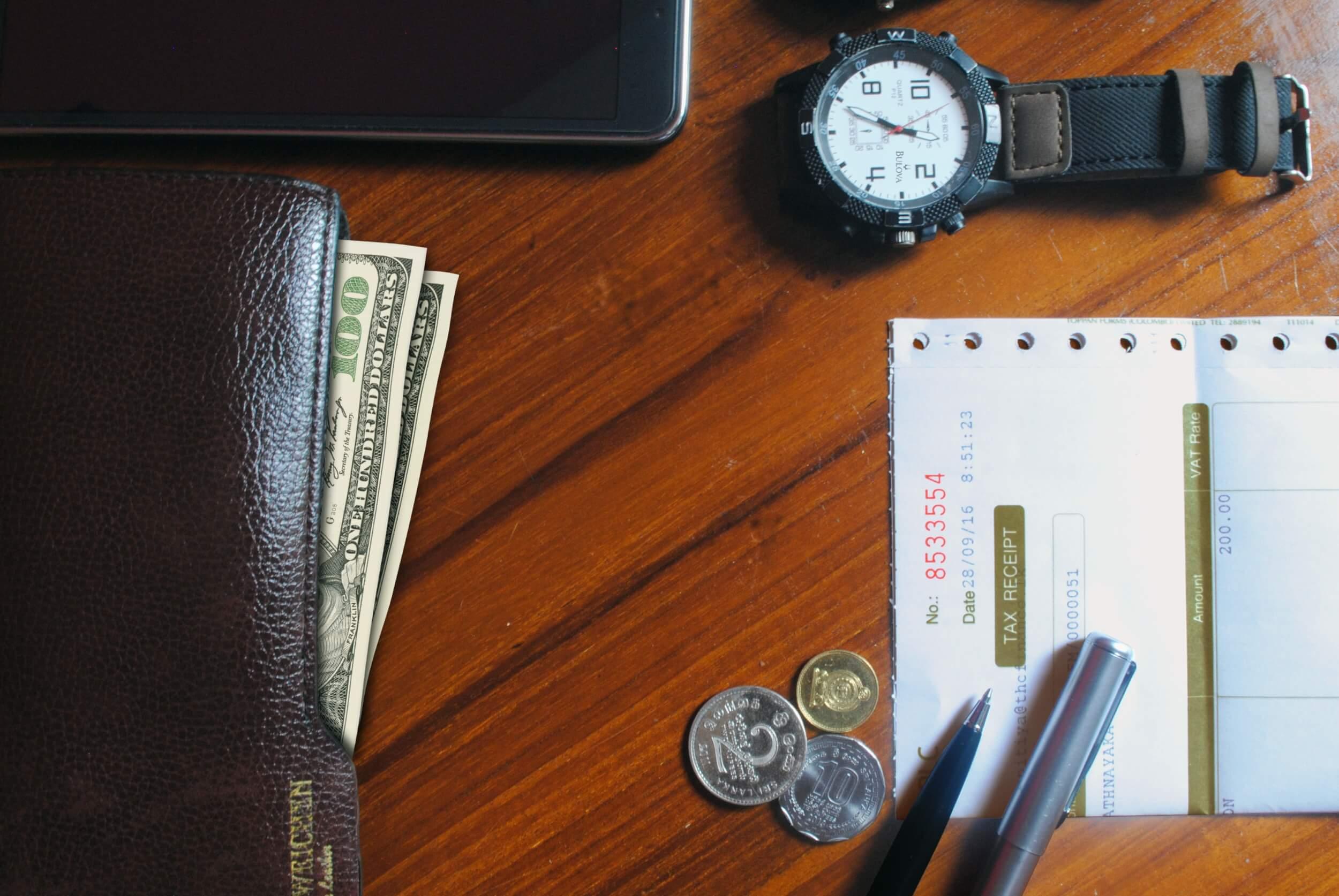 Uhr Geldbörse Quittung als Synonyme für Selbstständigkeit (c) pixabay.de