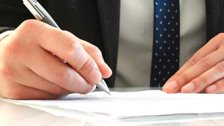 Unterschrift Vertrag (c) rafabordes / pixabay.de