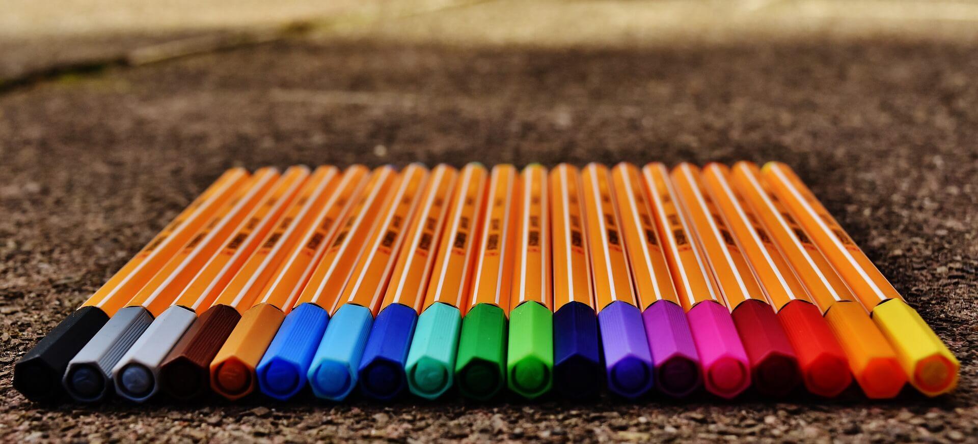 bunte Stifte für Büro und Freizeit (c) alexas_fotos / pixabay.de