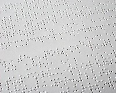 Blinden Menschen hilft Braille (c) Ralph Aichinger / pixelio.de