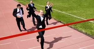 Berufseinstiegsermoeglicher_Startseite_HR Junge Frau erreicht mit dem Berufseinstiegsermöglicher das Ziel (c) pressmaster – Fotolia.com
