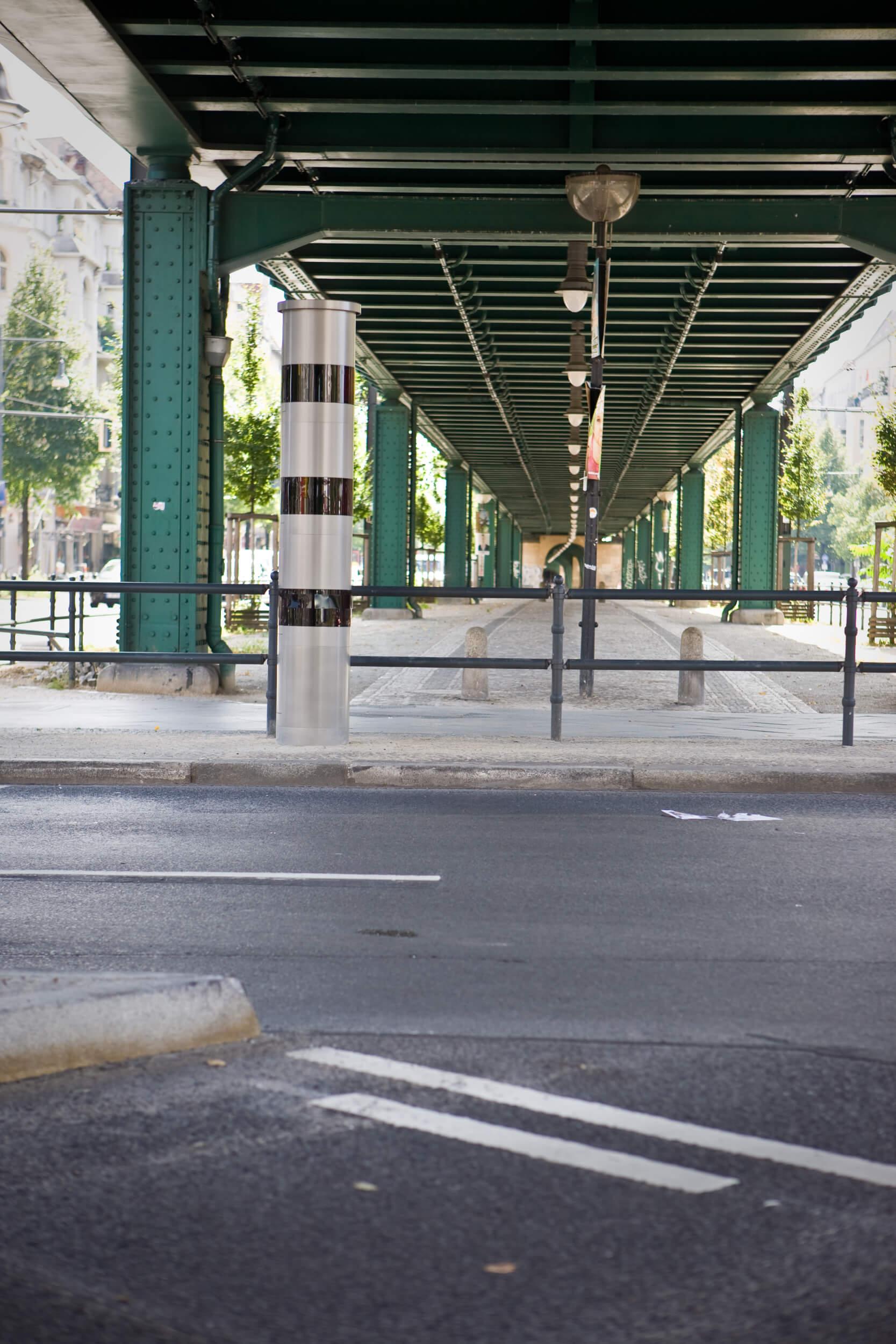 Radarkontrolle unter Brücke (c) CODUKA UG (haftungsbeschränkt)/geblitzt.com