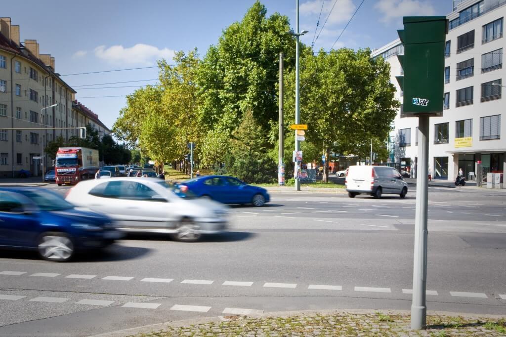 Blitzer an einer Berliner Kreuzung (c) CODUKA UG (haftungsbeschränkt)/geblitzt.com