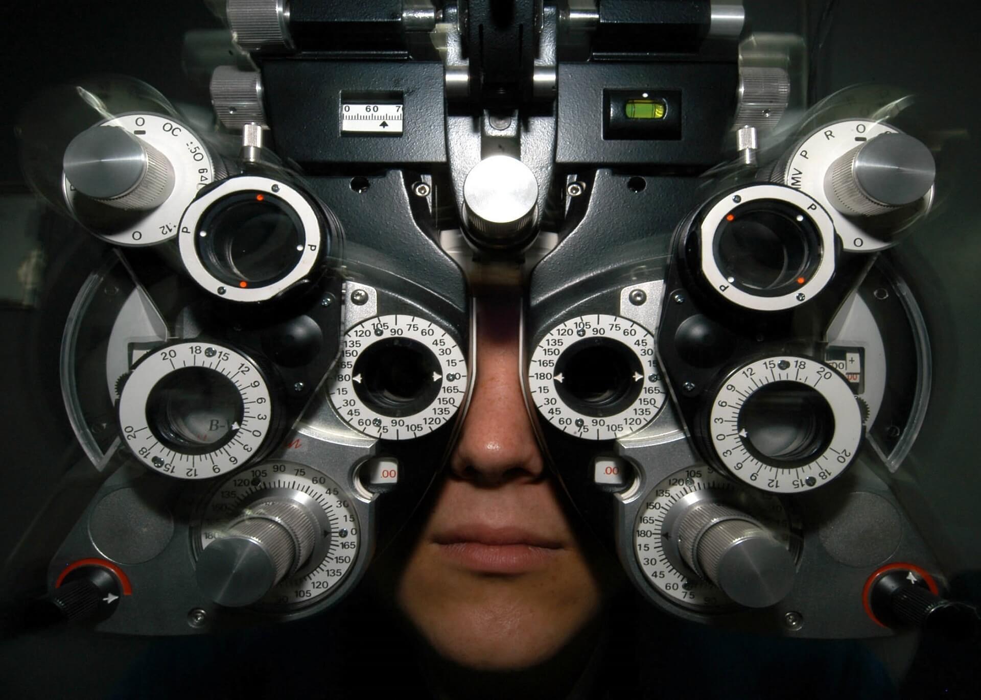 Sehtest beim Augenoptiker (c) skeeze / pixabay.de