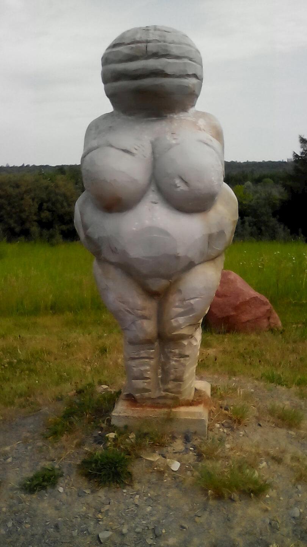 Frau in Stein gemeißelt / Künstler: unbekannt, Foto: familienfreund.de