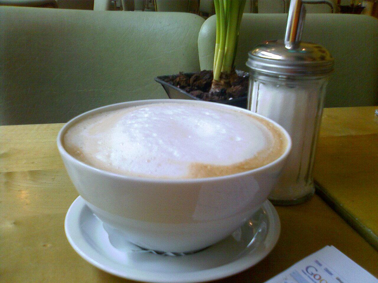 Ernährung | Milchkaffee mit Zucker (c) familienfreund.de