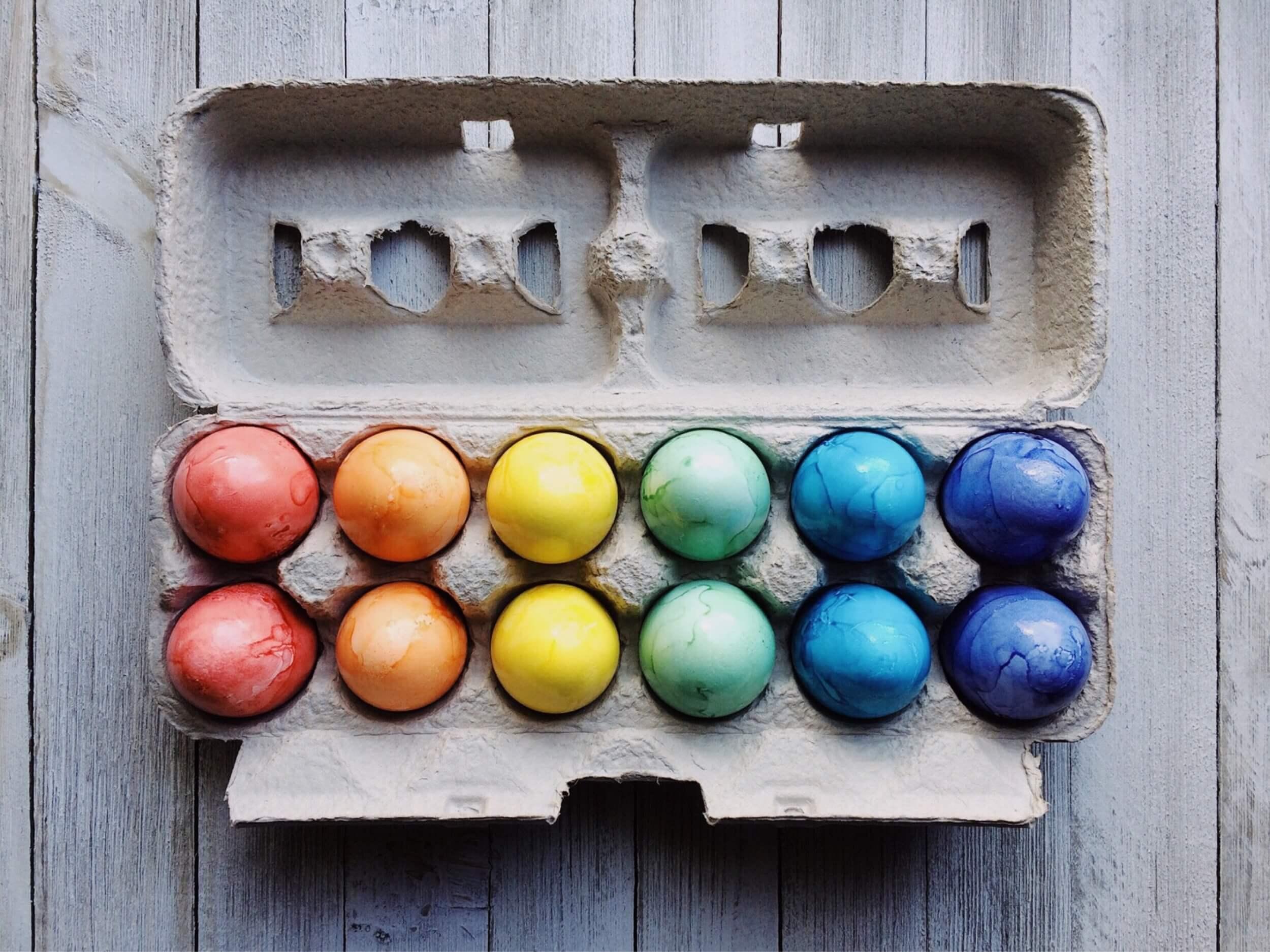 Bunte Eier, Osterkarten und viele Traditionen (c) pixabay.de