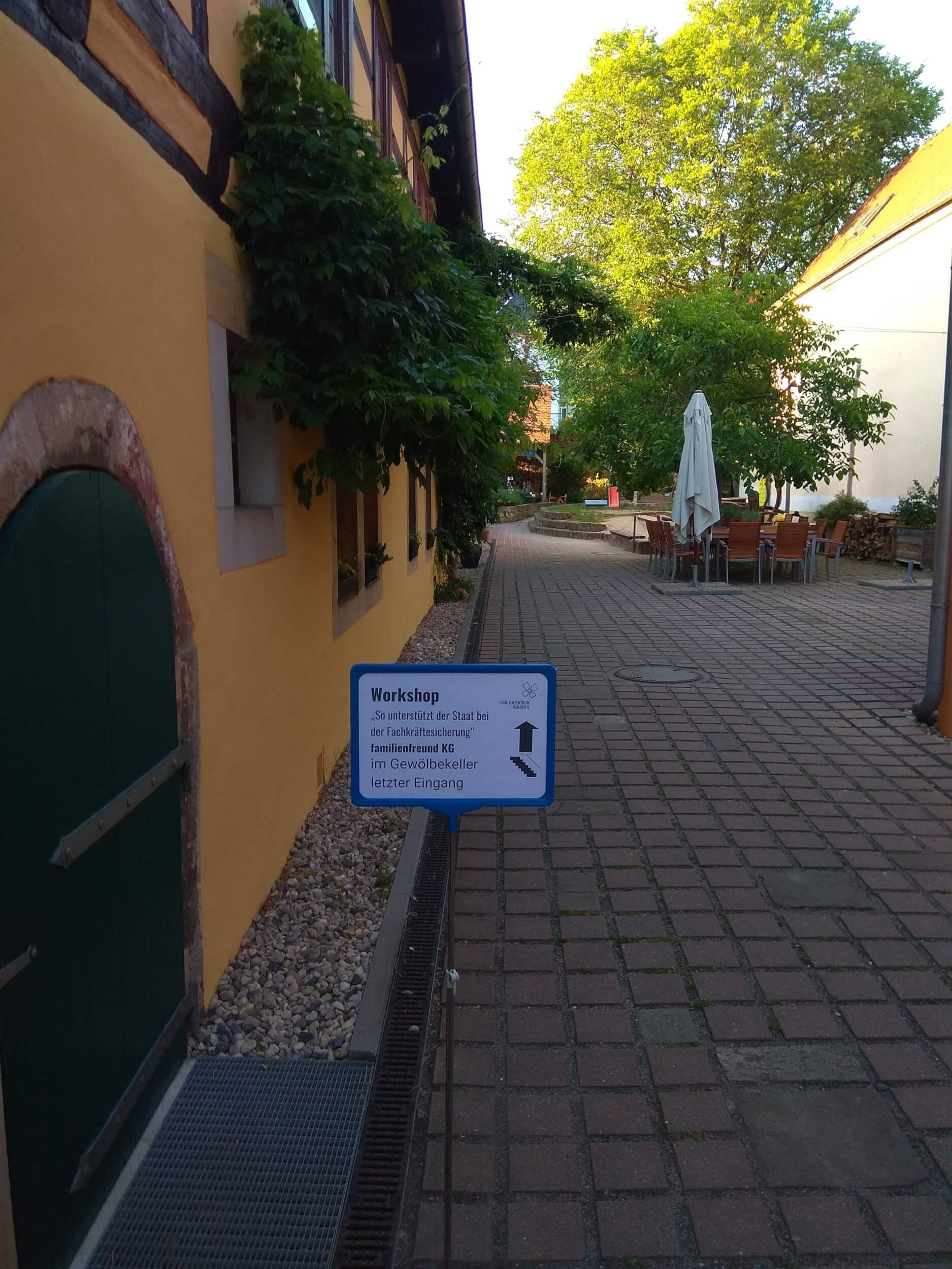 Soziale Sicherung für Fachkräfte: Willkommen in der Mitarbeiterfamilie in Radebeul (c) familienfreund.de
